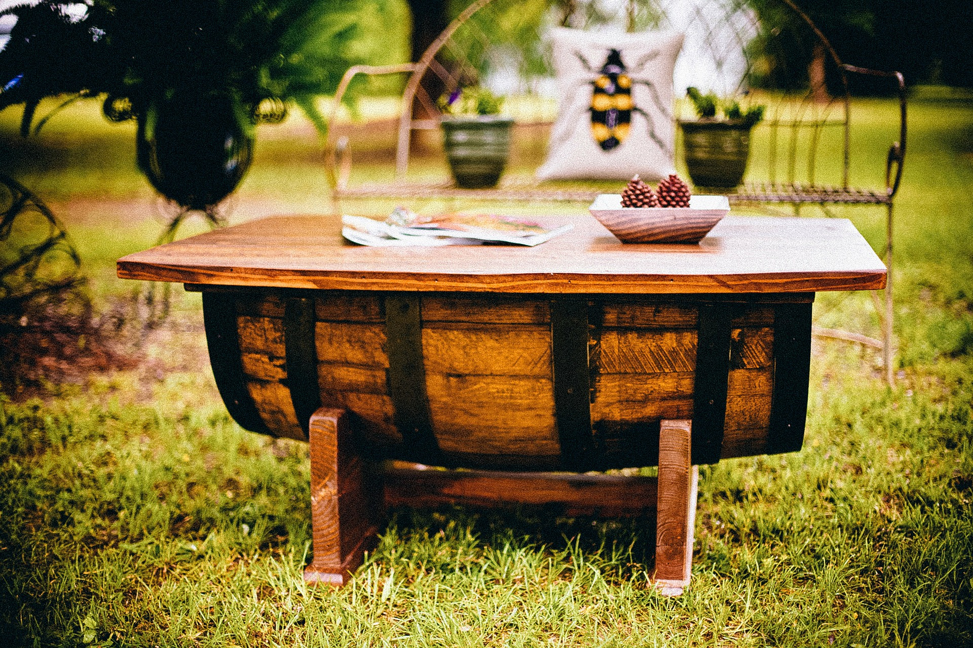 Upcycling garden furniture in 2020.